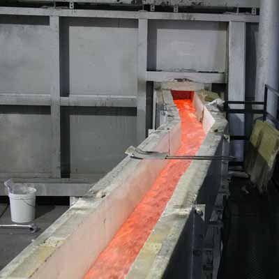 Becco-trasferimento-metallo-fuso-colata-placche